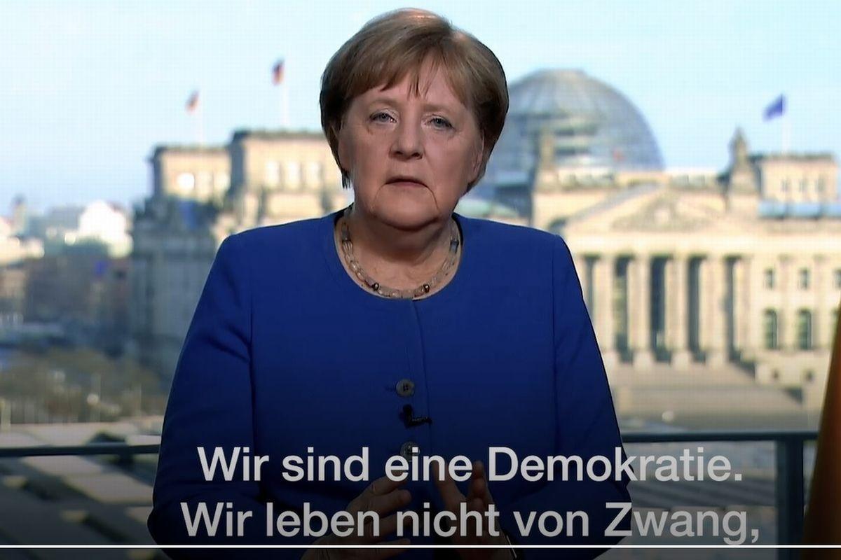 写真・図版 : コロナ問題でのテレビ演説するドイツのメルケル首相=ドイツ政府HPより