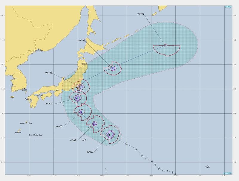 写真・図版 : 米軍合同台風警報センター(JTWC)の台風15号警報第21号。上陸の直前まで発達し続けて、風が東側で猛烈であることを、上陸2日前に予報している。