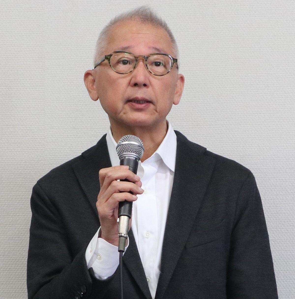 写真・図版 : 「ひろしまトリエンナーレ2020」の総合ディレクターを3月末で辞任し、記者会見する中尾浩治氏=2020年4月9日