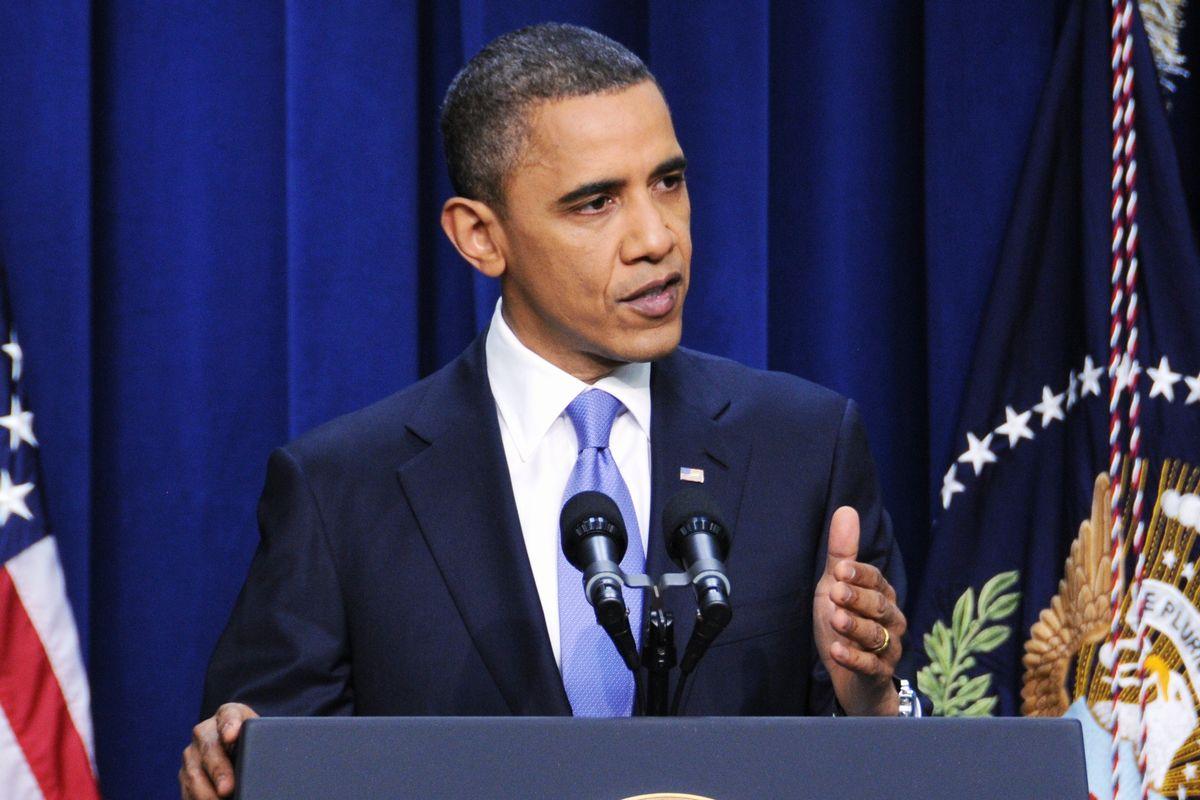 写真・図版 : 米上院で新戦略兵器削減条約の批准が承認された後、記者会見するオバマ米大統領=2010年12月、ワシントンのホワイトハウス。朝日新聞社