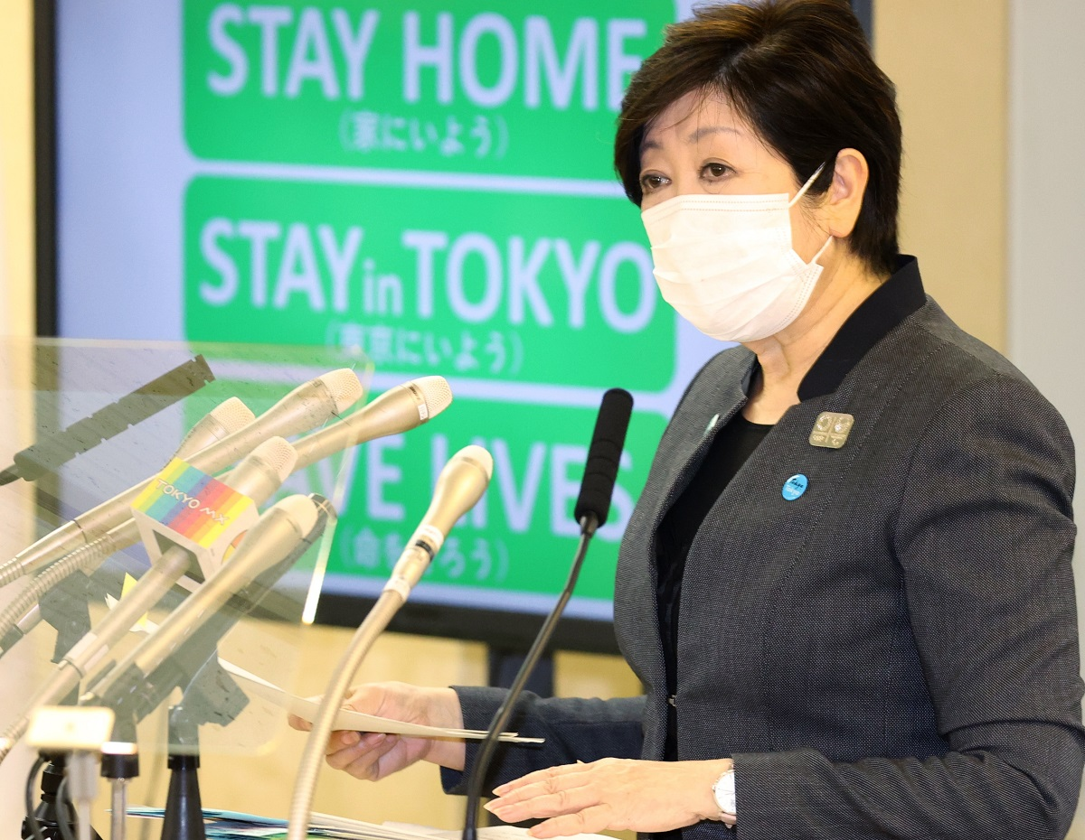 写真・図版 : 連日、外出自粛を呼びかける小池百合子・東京都知事=2020年4月25日