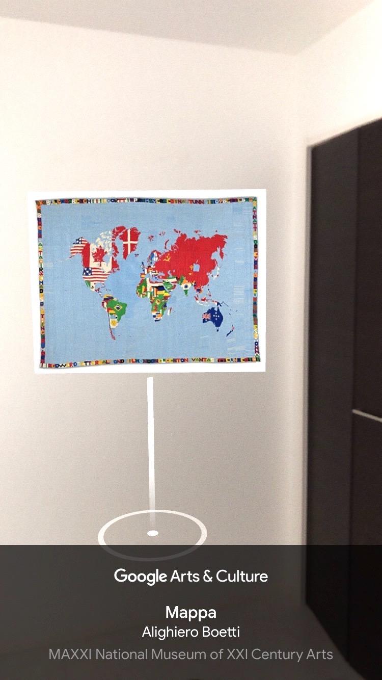 写真・図版 : アプリのArt Projector機能を使えば、自室に作品を展示できる=著者のスマートフォンより