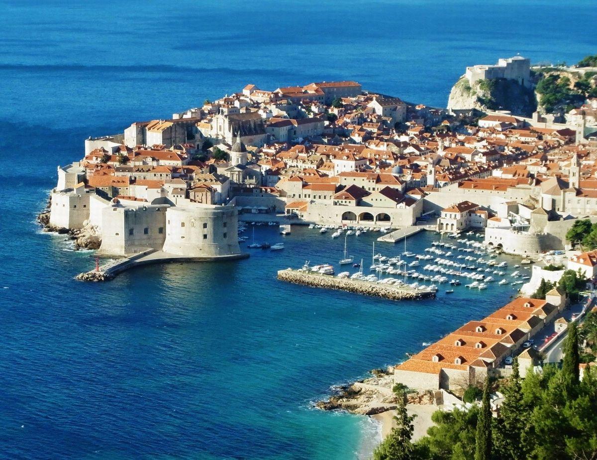 「アドリア海の真珠」と呼ばれるクロアチア共和国の古都、ドゥブロヴニク(筆者撮影)