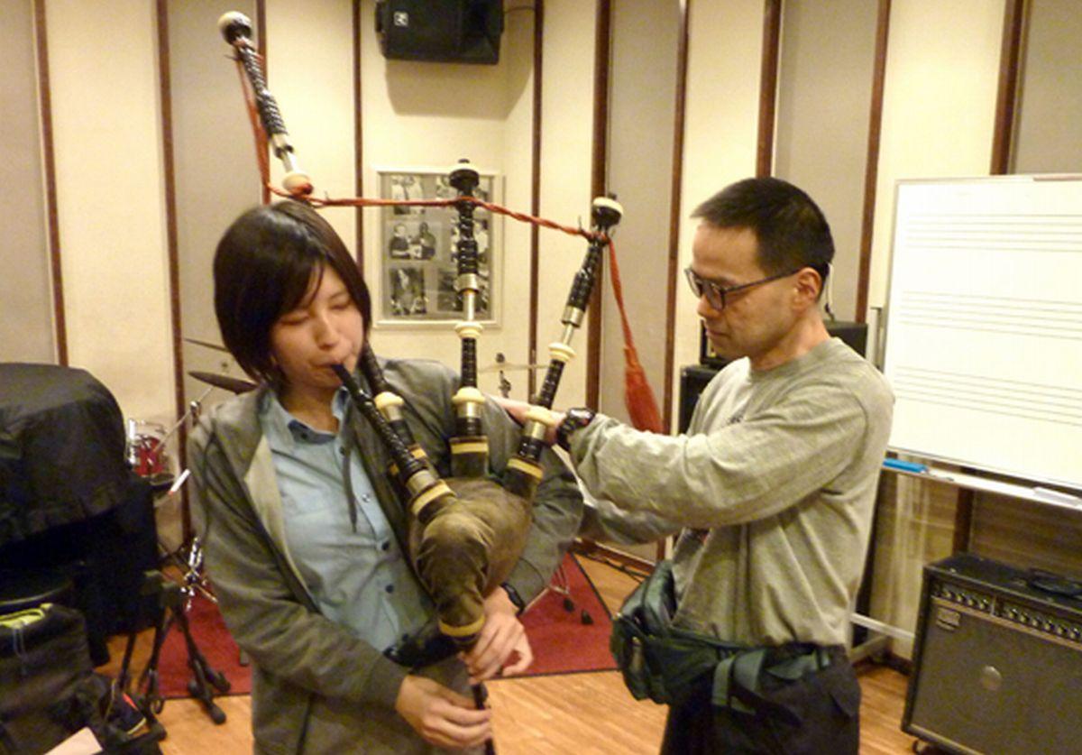 写真・図版 : 音楽スクールの生徒さんとのレッスン