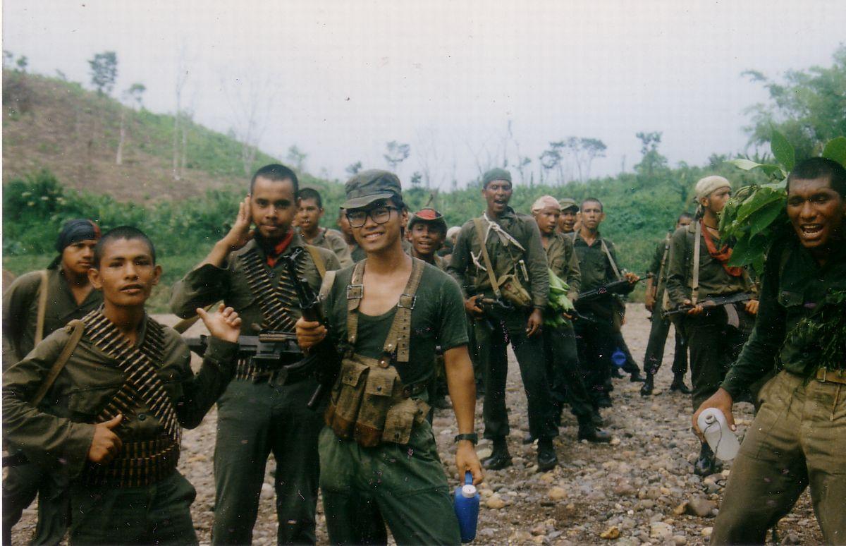 戦場ジャーナリスト時代の筆者。1988年、中米ニカラグア・サンディニスタ政権のジャングル専門戦闘部隊と