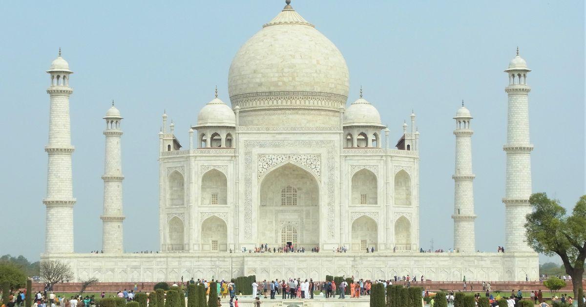 写真・図版 : 外国人観光客がほぼ皆無だった世界遺産タージマハル=3月、藤原秀人撮影
