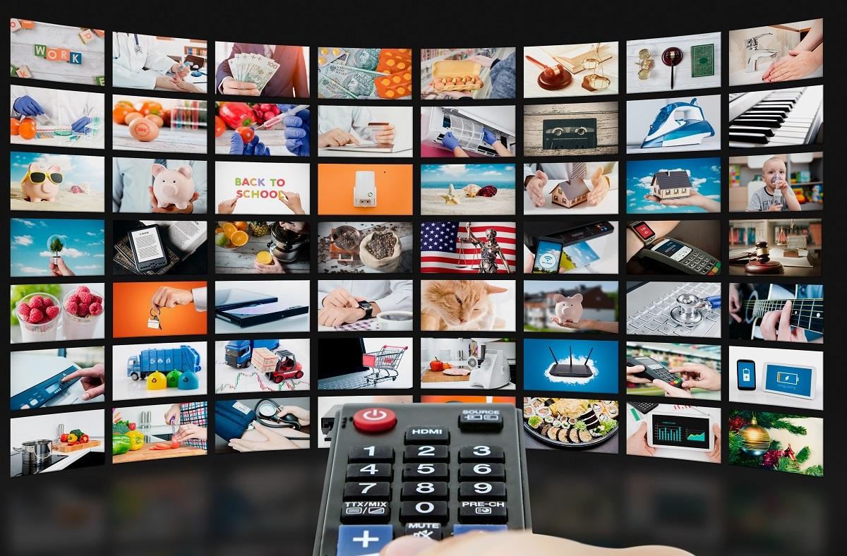 写真・図版 : コロナ禍で変わったテレビ番組。今後さらに新たな方法論が生まれるのか=Proxima Studio/Shutterstock.com