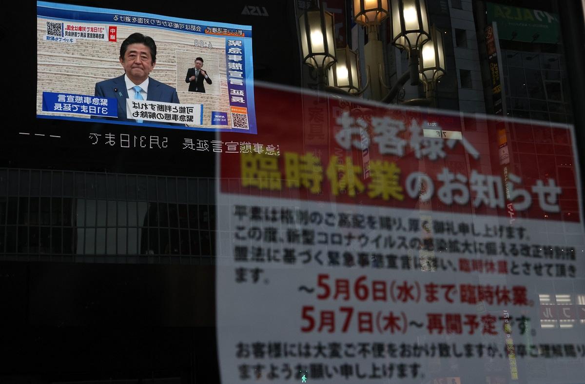 写真・図版 : 安倍晋三首相が緊急事態宣言の延長を発表した5月4日の東京・新宿