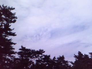 写真・図版 : 師匠が吸い込まれた空=2007年5月25日、筆者撮影