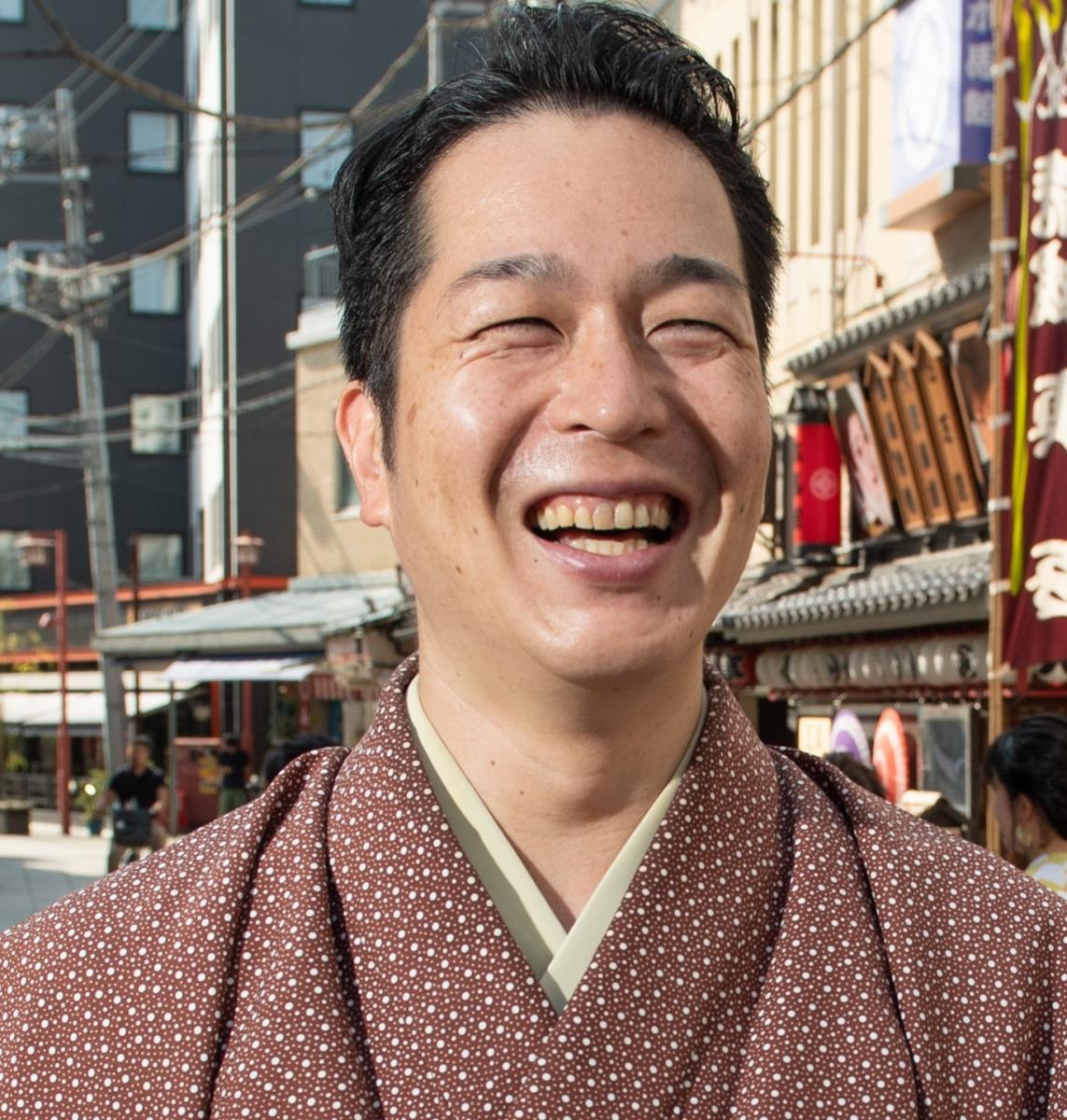 写真・図版 : 弟弟子の玉川太福(だいふく)。1979年生まれ、2007年3月入門。2017年度文化庁芸術祭で大衆芸能部門の新人賞を受けた