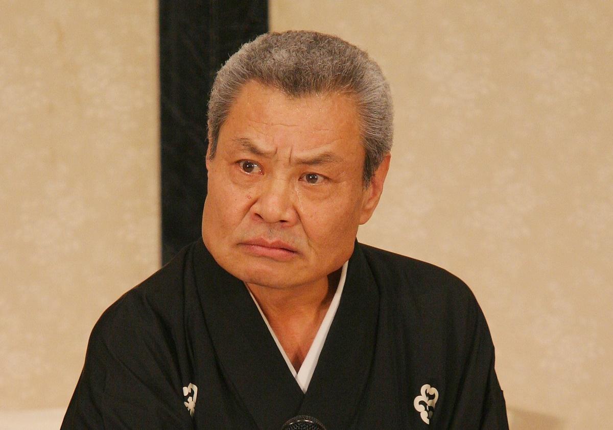 写真・図版 : 「浪曲英雄列伝」で『平手の駆けつけ』を演じる玉川福太郎=2005年、森幸一撮影