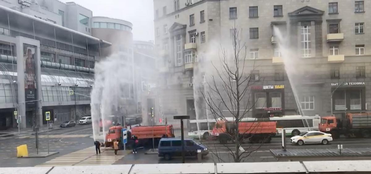 写真・図版 : モスクワ市内を週数回通る消毒車(写真提供:Moeha Yamamoto)