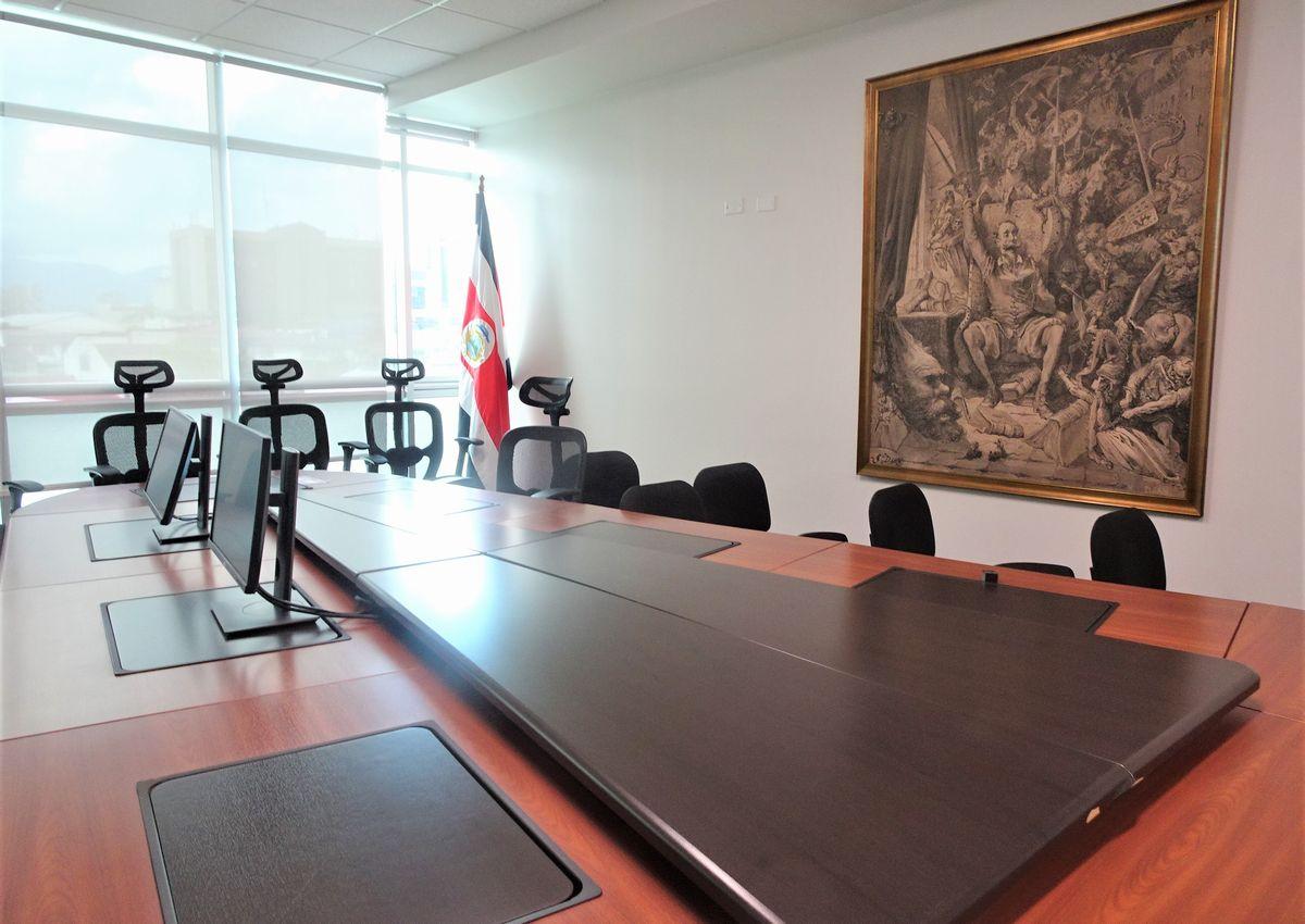 写真・図版 : コスタリカ憲法裁判所の合議室=2020年1月23日、筆者撮影