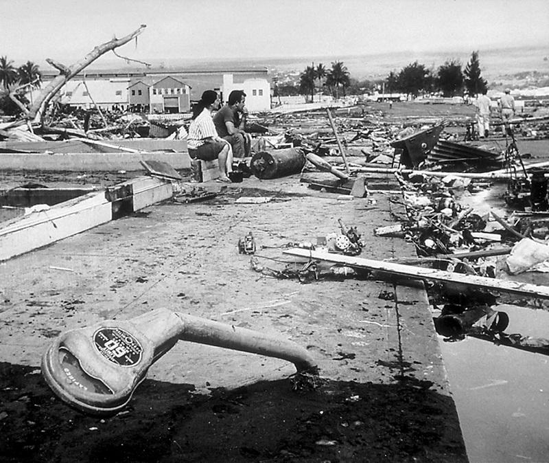 写真・図版 : ハワイのヒロでは1960年チリ地震による津波で61人が犠牲となった=U.S.Navy