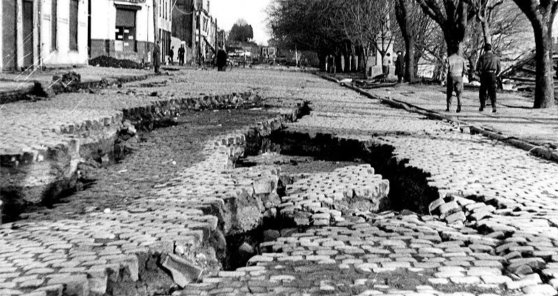 写真・図版 : 1960年の地震で大きな被害を受けた当時のバルディビア=Pierre Saint Amand/NOOA