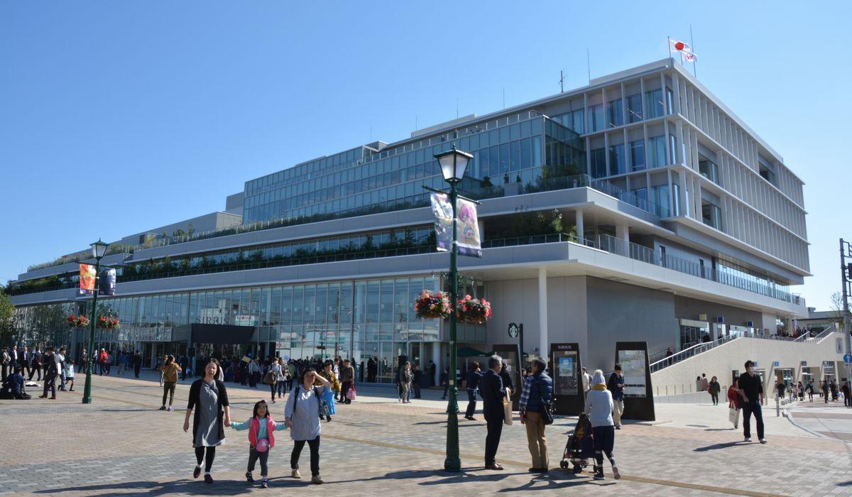 写真・図版 : 図書館を中心とする複合施設「文化創造拠点シリウス」。市の集計では、来館者は年間300万人以上で、同種施設では全国一という