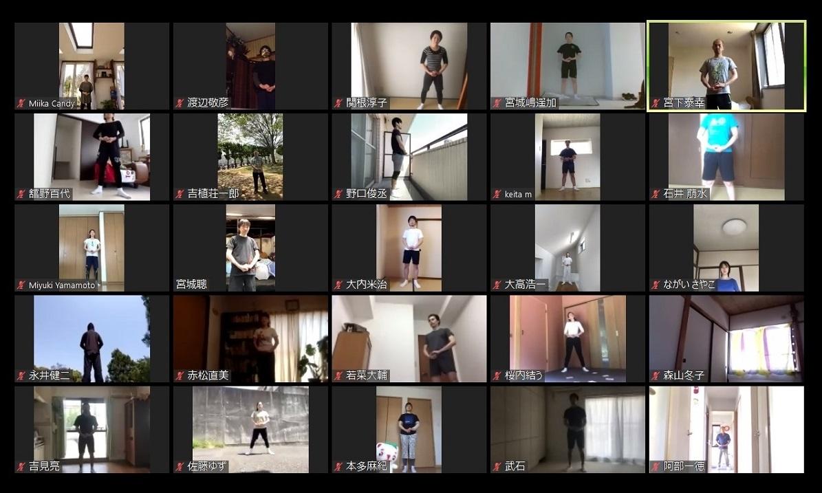 写真・図版 : それぞれ自宅での稽古やトレーニングをテレビ会議システム「Zoom」で結んだSPACの俳優たち