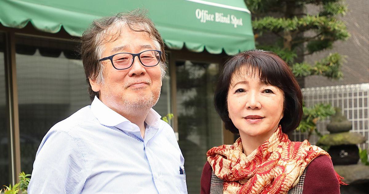 写真・図版 : 上野誠さんと髙樹のぶ子さん(撮影・花井智子)