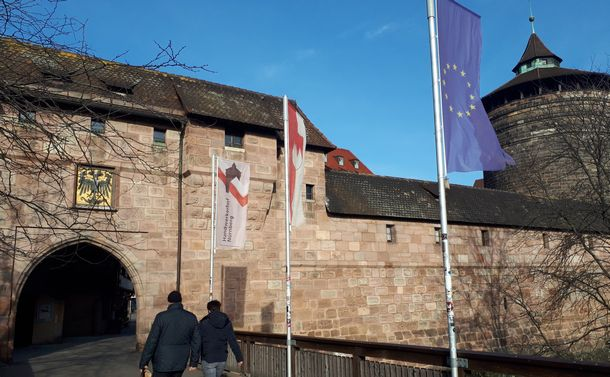 唐突に歴史に現れたナチズム モザイクの一片・古都ニュルンベルクへ