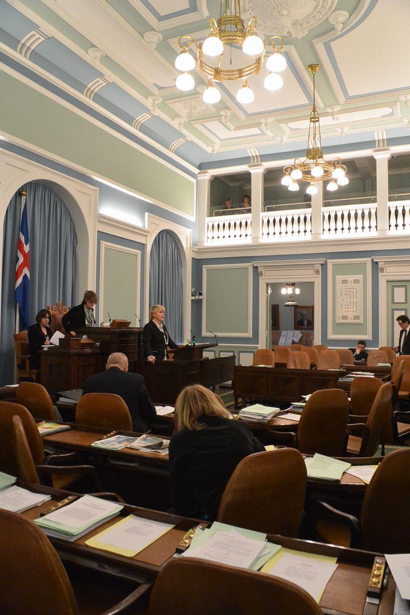 写真・図版 : アイスランド議会の本会議場=2012年11月