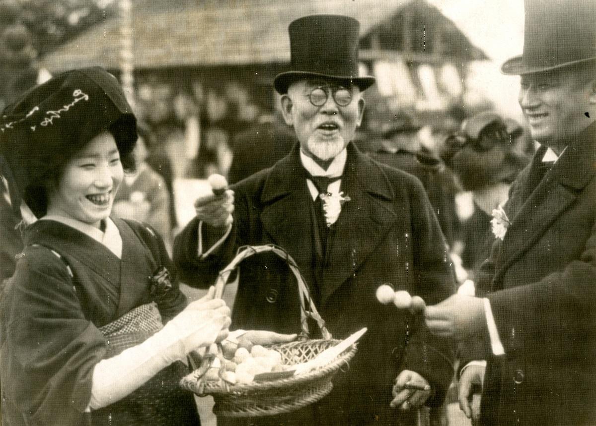 写真・図版 : 後藤新平(中央)=1928年11月18日、京都市下賀茂の京都植物園