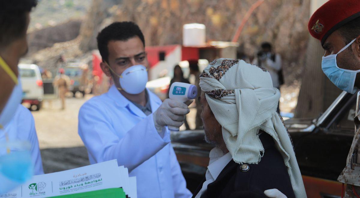 写真・図版 : イエメンで活動する医療援助チーム(anasalhajj/shutterstock)