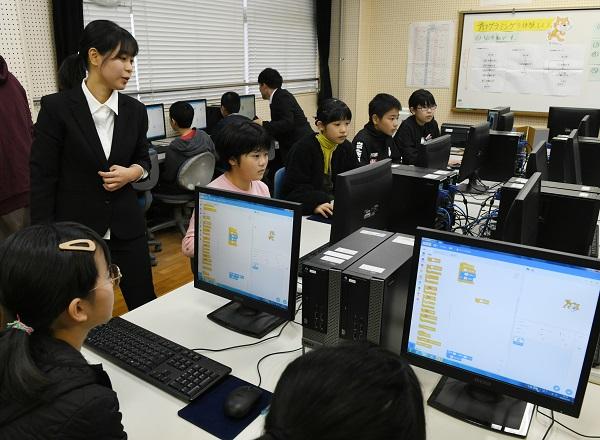 写真・図版 : プログラミング教育の研究授業=2019年12月5日、宮崎県日南市の飫肥小学校、 菊地洋行撮影