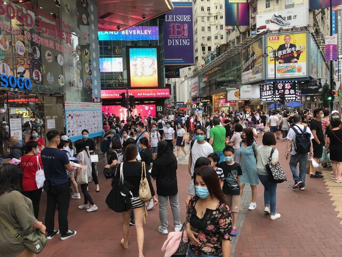 写真・図版 : SOGO前に人通りが戻る