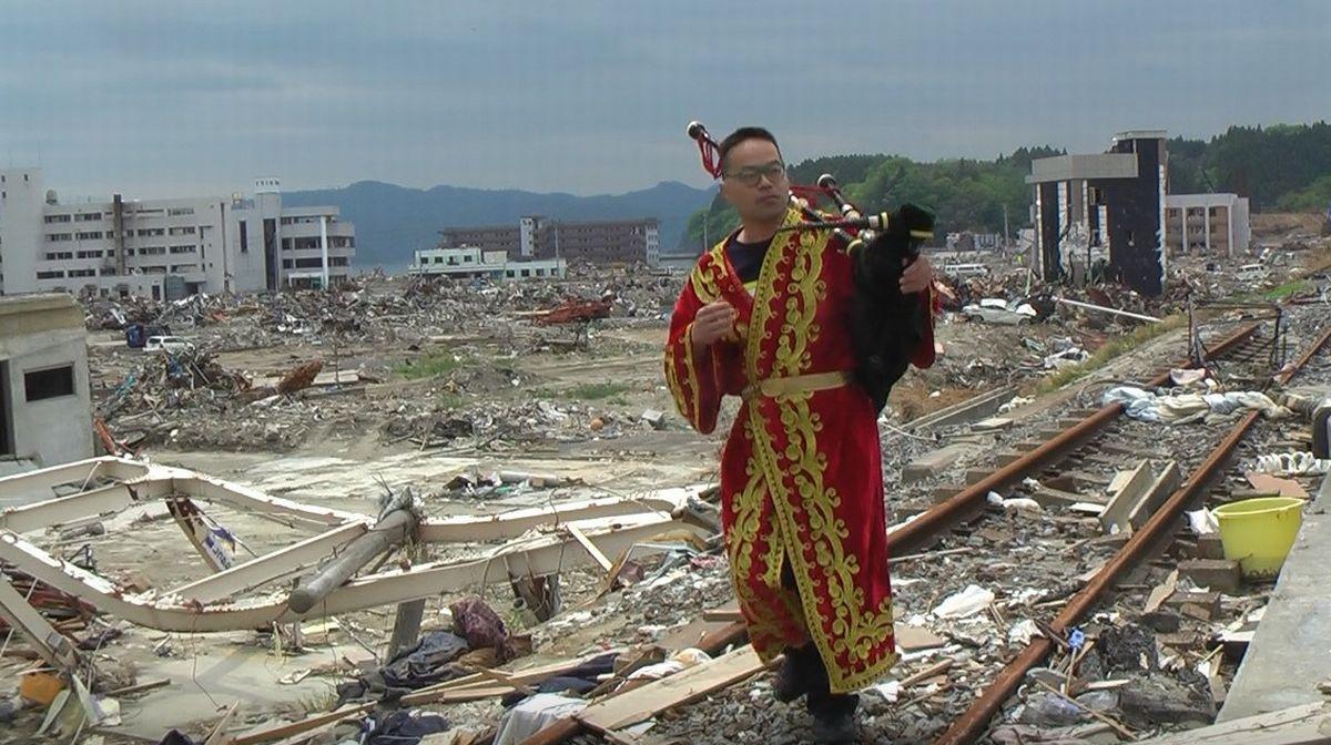写真・図版 : 東日本大震災被災地の南三陸町で=2011年5月