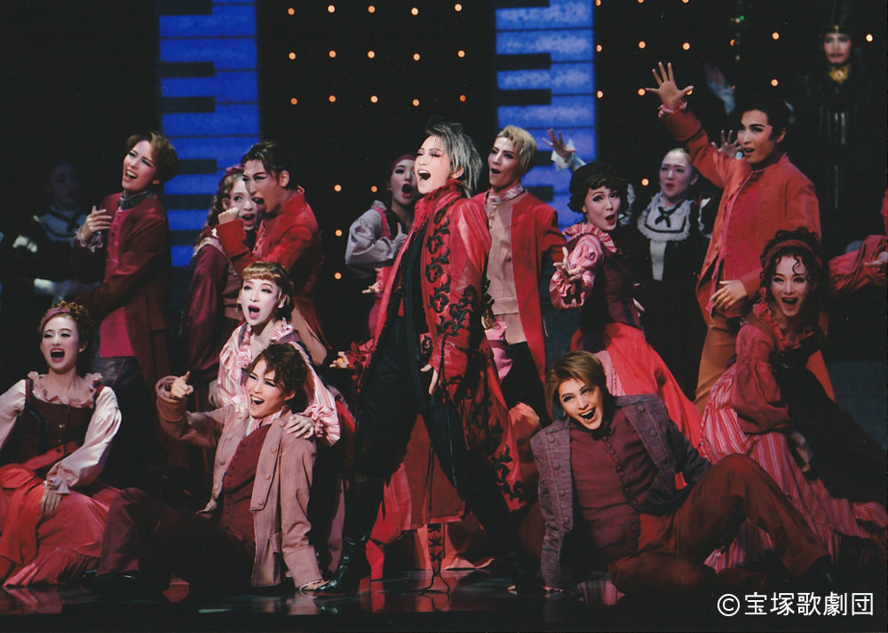 写真・図版 : 星組公演 フレンチ・ミュージカル『ロックオペラ モーツァルト』 The Musical ≪Mozart, l'opéra rock≫ Produced by WAM PRODUCTIONS International Licensing & Booking, G.L.O, Guillaume Lagorce, info@glorganisation.com 潤色・演出/石田 昌也