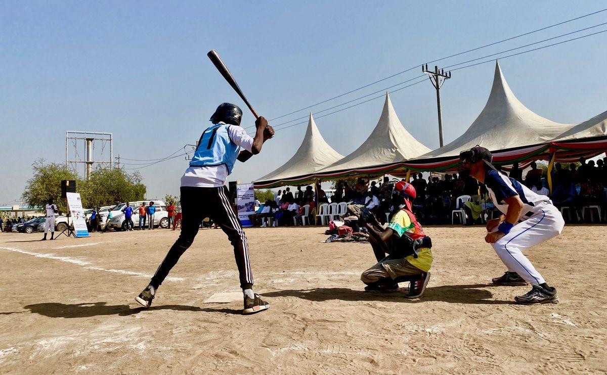 写真・図版 : デモンストレーション開始。野球の雰囲気をたくさんの方に見てもらえた。