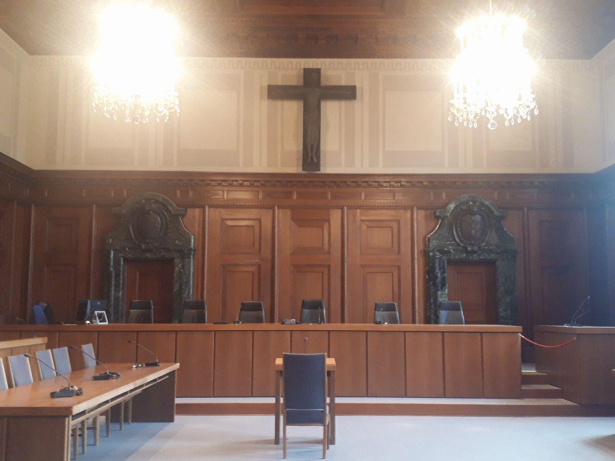 写真・図版 : ドイツのニュルンベルク国際軍事法廷で実際に使われた法廷