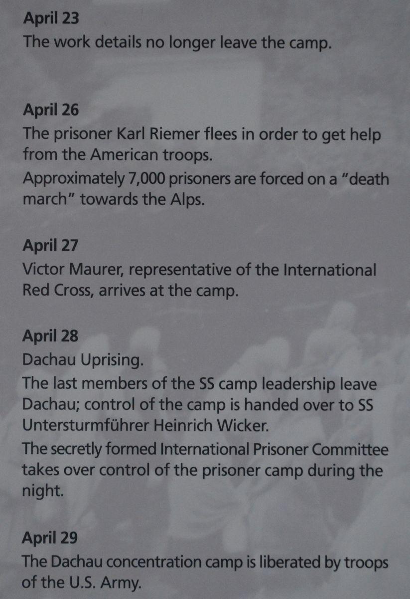 写真・図版 : ドイツ・ダッハウにあった強制収容所の遺構にある史料館の展示で、1945年4月末に米軍に解放されるまでの数日間の説明