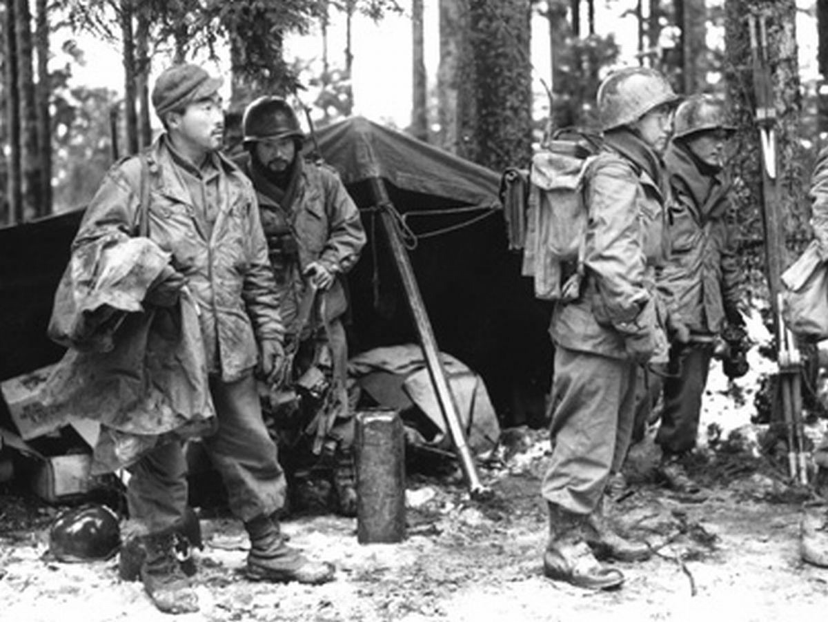 写真・図版 : 日系人で編成された米陸軍の第442連隊。第二次大戦で欧州戦線に派遣された=ゴー・フォー・ブローク全米教育センター提供