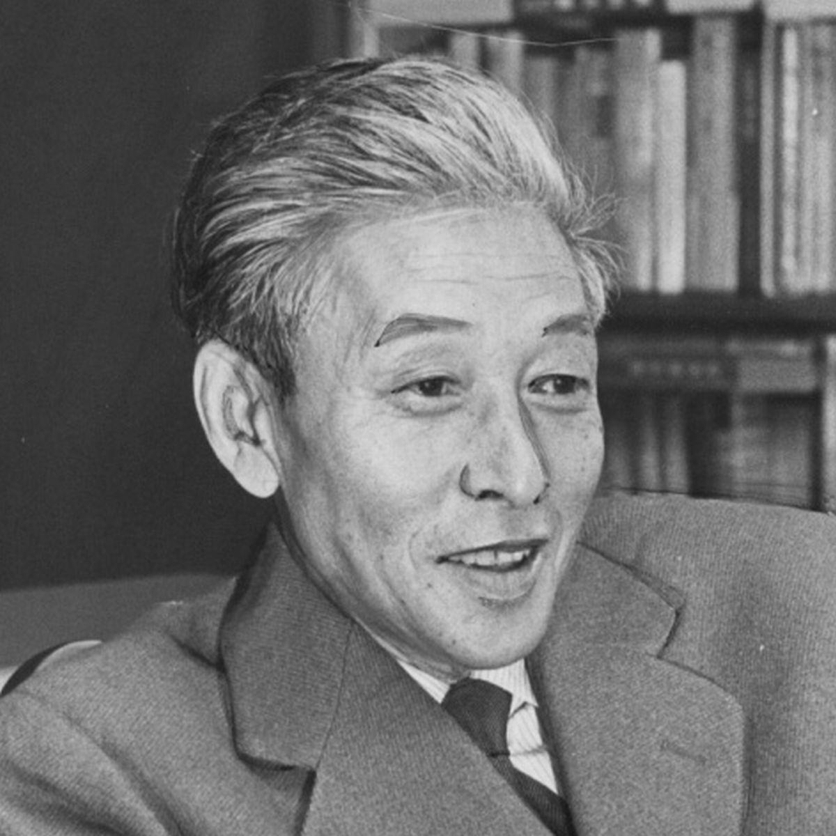 写真・図版 : 批評家の小林秀雄=1963年10月。朝日新聞社かつ