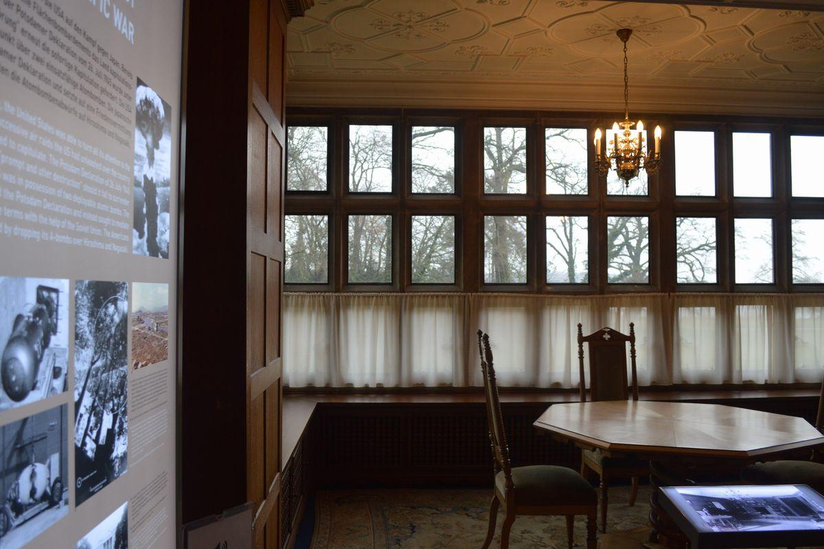 写真・図版 : ポツダム会談でトルーマンの執務室となった部屋=2月、ドイツ・ポツダム。藤田撮影