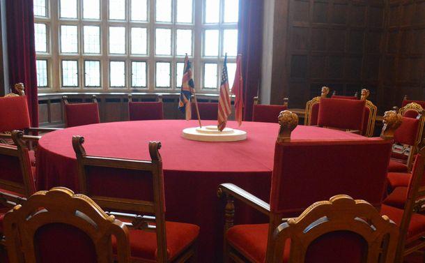 写真・図版 : 1945年7~8月にポツダム会談が行われた会議場=2月、ドイツ・ポツダムのツェツィーリエンホフ宮殿、藤田撮影