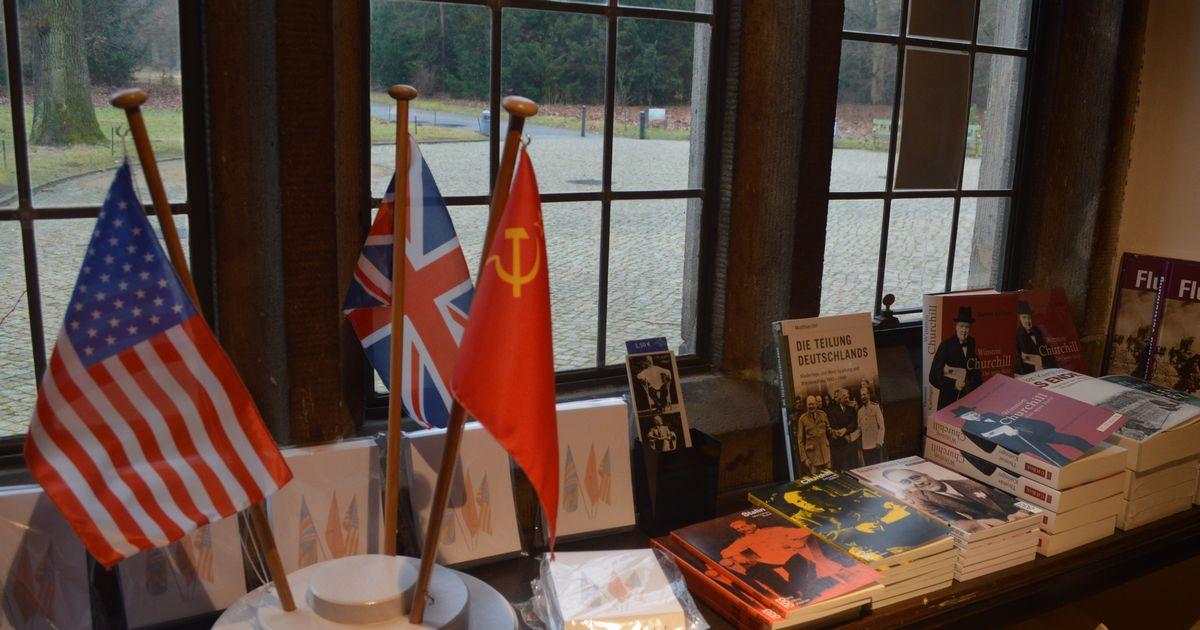 写真・図版 : ポツダム会談が行われたツェツィーリエンホフ宮殿にある史料館=2月、ドイツ・ポツダム。藤田撮影