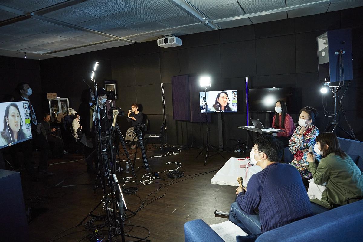 写真・図版 : 映画、音楽、演劇の3ジャンルが手を携え「文化芸術復興基金」の創設を訴えた配信イベント。リモートで多彩なアーテイィストが発言した=2020年5月22日、東京・渋谷