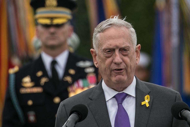 写真・図版 : 米国防総省で演説するマティス前国防長官=バージニア州アーリントン、ランハム裕子撮影、2018年9月21日