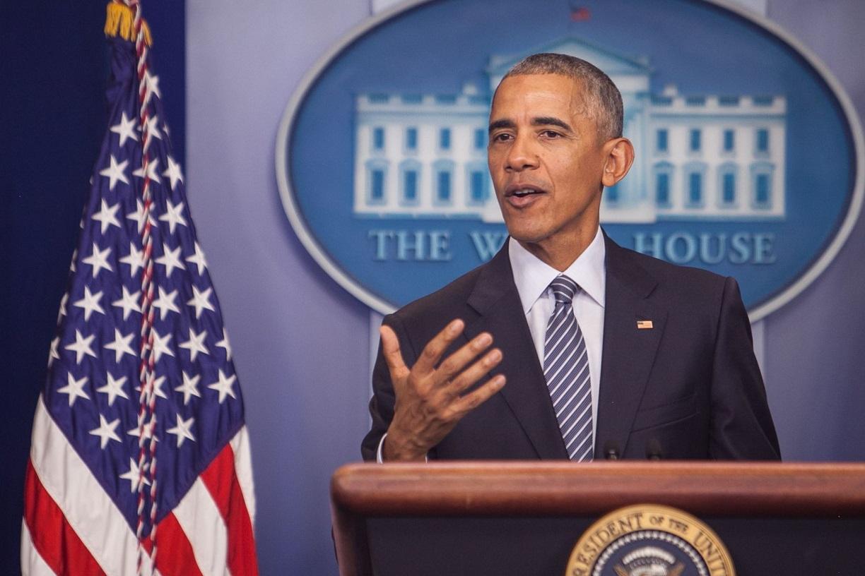 写真・図版 : ホワイトハウスで会見するオバマ前大統領=ワシントン、ランハム裕子撮影、2016年11月14日