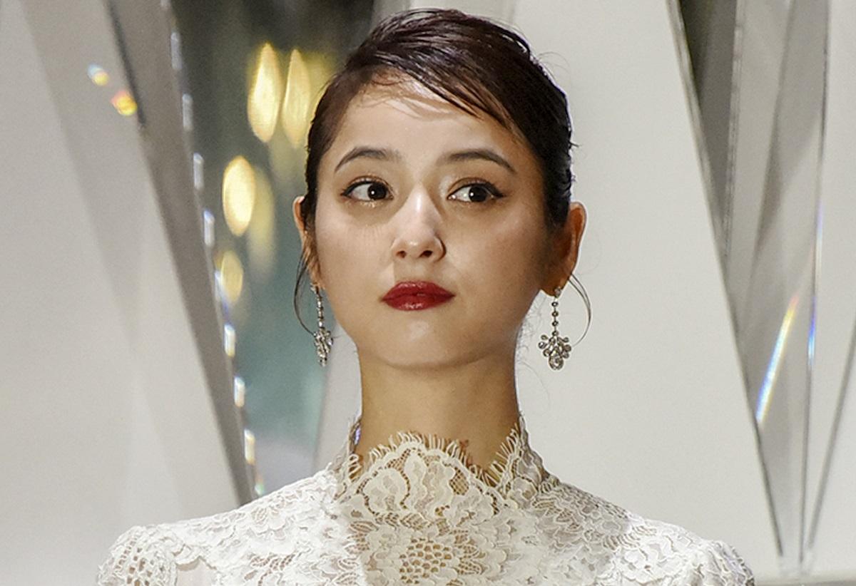 写真・図版 : 渡部健さんの妻で女優の佐々木希さん=0P写真通信社