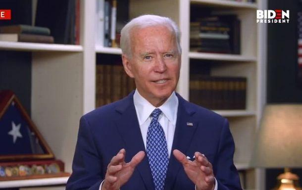 写真・図版 : デラウェア州の自宅からオンライン演説するバイデン前副大統領=2020年5月29日