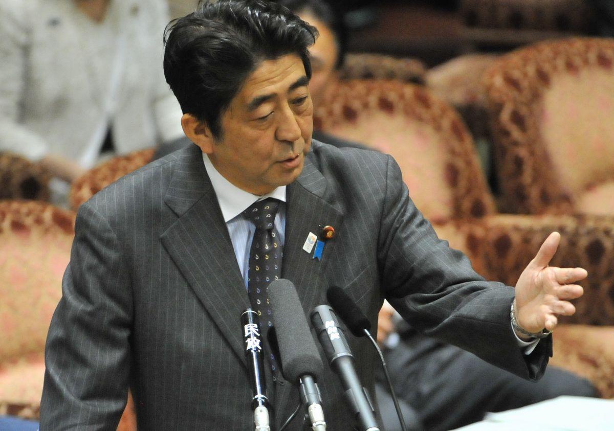 写真・図版 : 2013年4月、参院予算委での安倍晋三首相=朝日新聞社