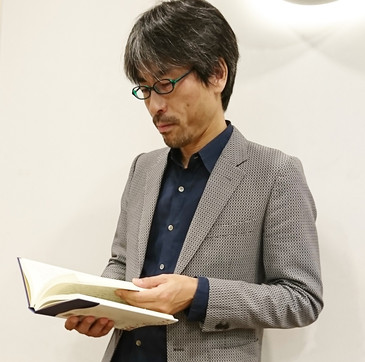 写真・図版 : 本書『日本の最終講義』(KADOKAWA)を企画し、自ら担当した大林哲也編集長=筆者撮影