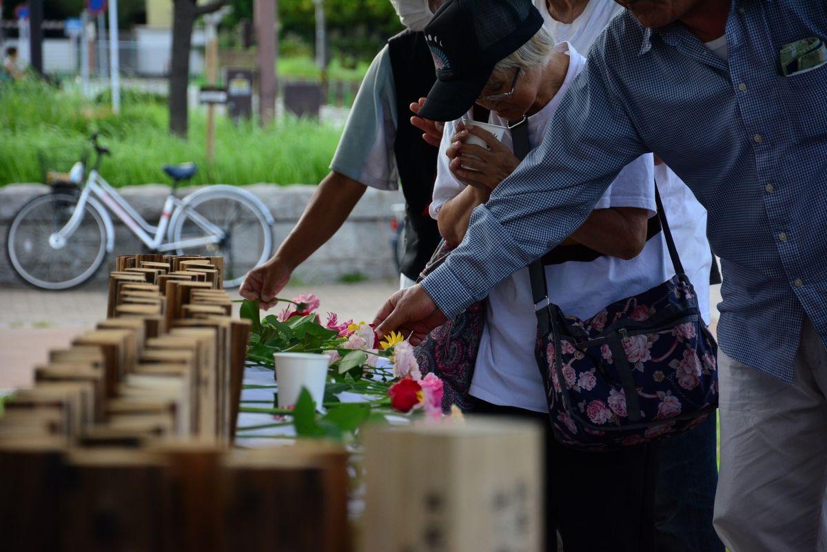 写真・図版 : 奥田さんら抱樸が掲げる「あんたもわしも、おんなじいのち」。今、この「普遍的な価値」をないがしろにする空気が社会に漂いつつある。