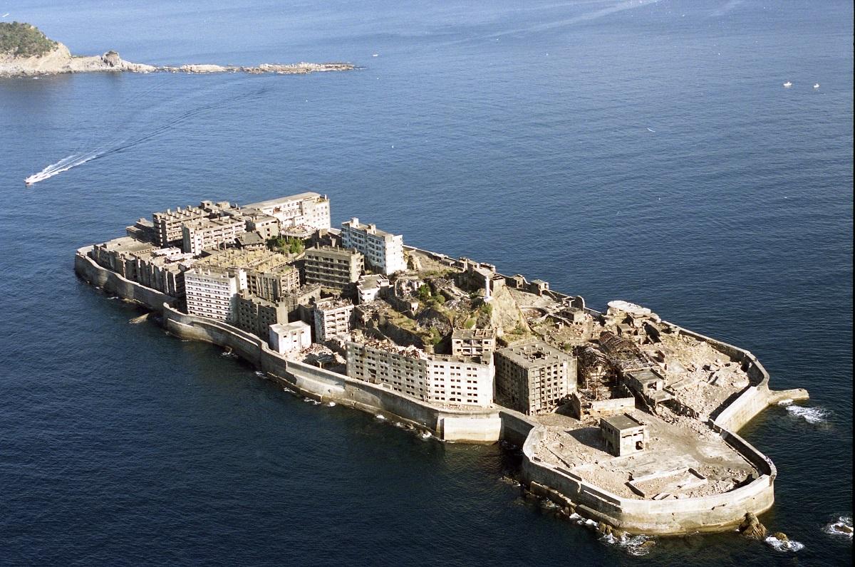 写真・図版 : 「明治日本の産業革命遺産」の一つ、長崎県の端島(軍艦島)