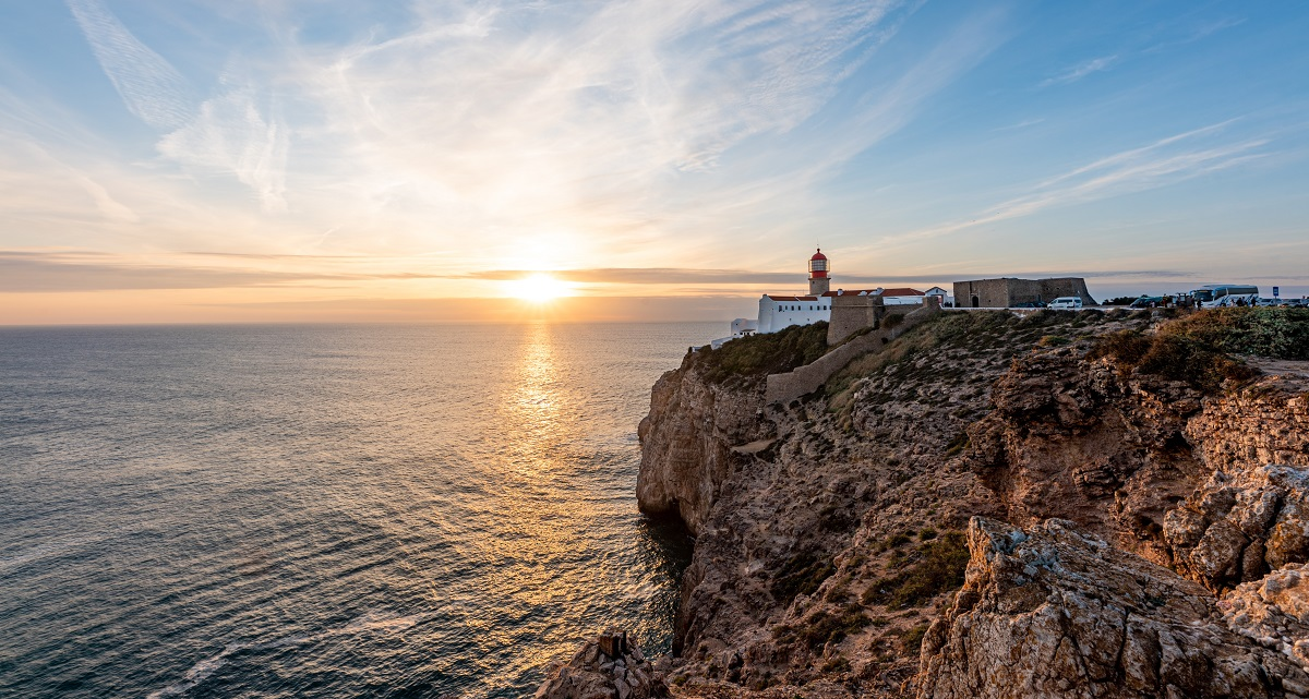 写真・図版 : ポルトガル・サグレスの岬 Carina 70/Shutterstock.com