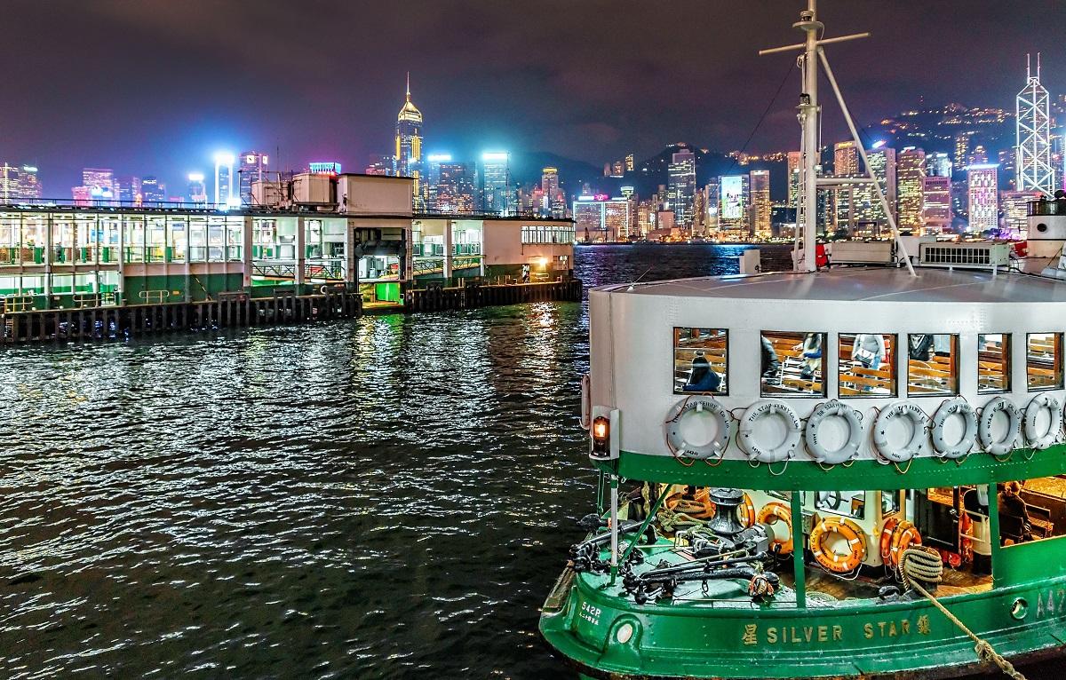 写真・図版 : 香港のスターフェリー eWilding/Shutterstock.com