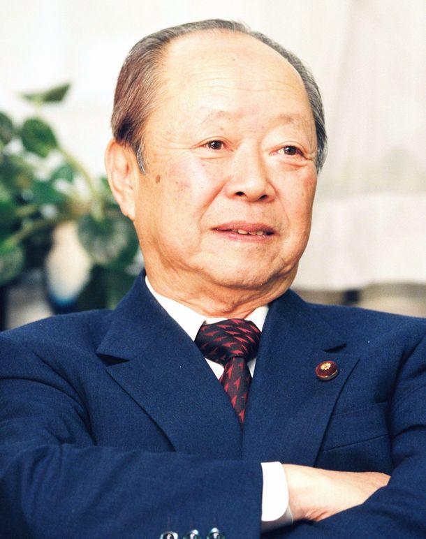 写真・図版 : 自民党の宮沢喜一氏。この半年後に首相になった=1991年4月3日、東京・虎ノ門